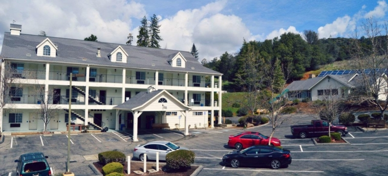 Hotel Quality Inn Yosemite Valley Gateway: Parcheggio MARIPOSA (CA)