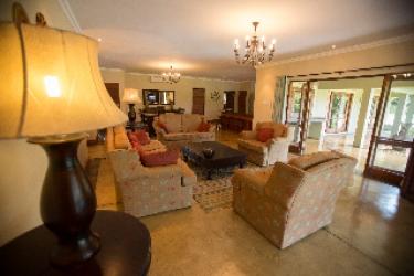 Hotel Nkonyeni Lodge & Golf Estate: Premium Lake View Room MBABANE