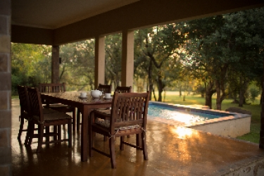 Hotel Nkonyeni Lodge & Golf Estate: Terrace MBABANE