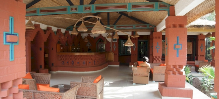 Hotel Les Bougainvillees Saly Senegal: Cour de Recreation MBOUR