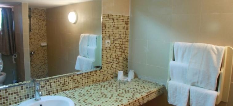Hotel Les Bougainvillees Saly Senegal: Garage MBOUR