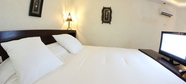 Hotel Palm Beach: Folk MBOUR