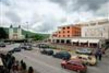 Hotel Grace: Piscina Exterior MEDJUGORJE