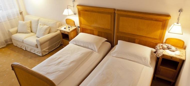 Hotel Aurora: Chambre jumeau MERANO - BOLZANO