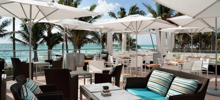 Hotel Fontainebleau Miami Beach: Bar Exterior MIAMI BEACH (FL)