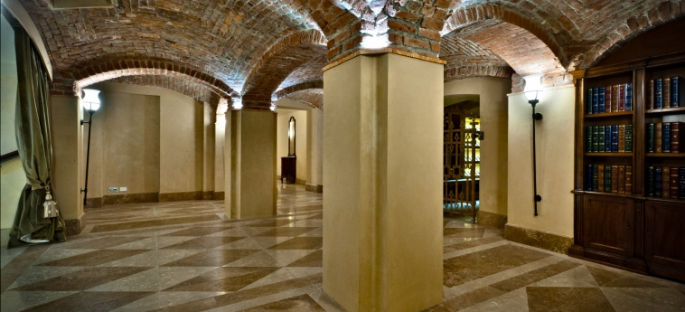 Hotel Chateau Monfort: Hall MILAN