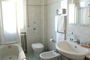 Hotel Rex: Bathroom MILAN