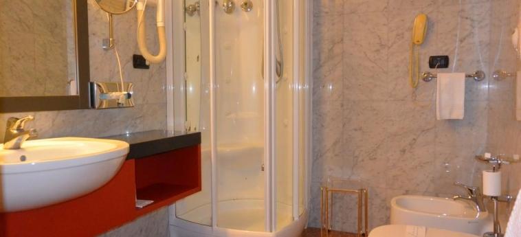 Hotel Metrò: Cuarto de Baño MILÁN
