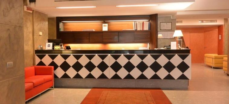 Hotel Metrò: Reception MILÁN