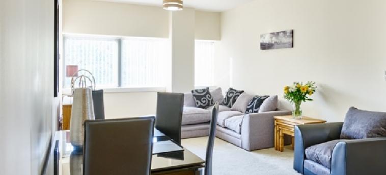 Charter House Serviced Apartments - Shortstay Mk: Living Room MILTON KEYNES