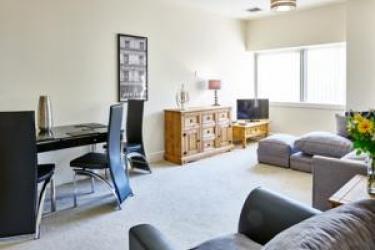 Charter House Serviced Apartments - Shortstay Mk: Signature Room MILTON KEYNES