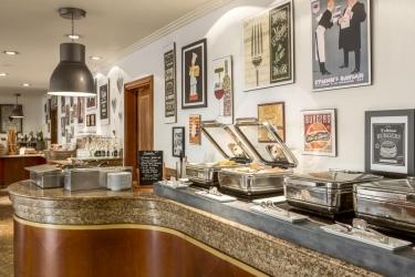 Hotel Riviera Marriott La Porte De Monaco: Buffet MONACO - MONTE CARLO