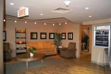 Hotel Quality Inn & Suites P.e. Trudeau Airport: Area de Estar MONTREAL