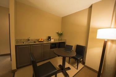 Hotel Quality Inn & Suites P.e. Trudeau Airport: Comida en la habitacion MONTREAL