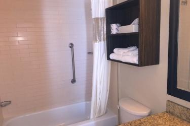 Hotel Quality Inn & Suites P.e. Trudeau Airport: Cuarto de Baño MONTREAL