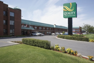 Hotel Quality Inn & Suites P.e. Trudeau Airport: Exterior MONTREAL