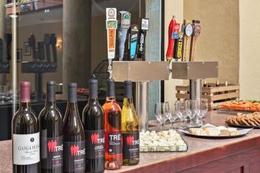Holiday Inn Express Hotel & Suites San Jose Morgan Hill: Hotel bar MORGAN HILL (CA)