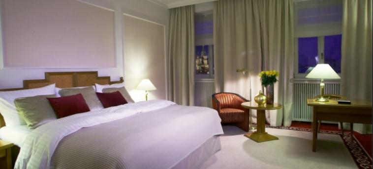 Hotel Baltschug Kempinski: Deluxe Zimmer MOSKAU