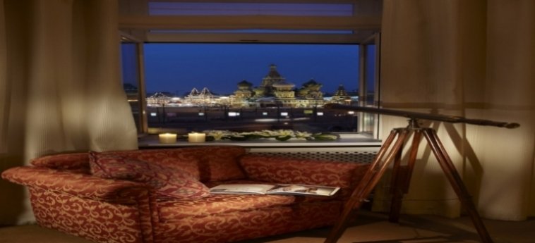 Hotel Baltschug Kempinski: Zimmer- Detail MOSKAU