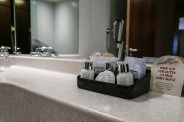 Alona Hotel: Amenidades de baño  MOTHERWELL
