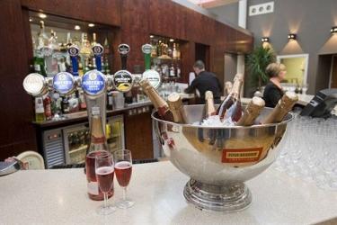 Alona Hotel: Bar del hotel MOTHERWELL