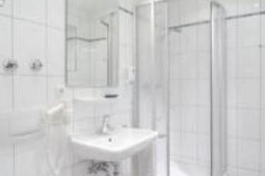 Hotel Laimer Hof Am Schloss Nymphenburg: Bathroom MUNICH