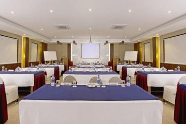 Hotel Pine Hill: Bankettsaal MUSSOORIE