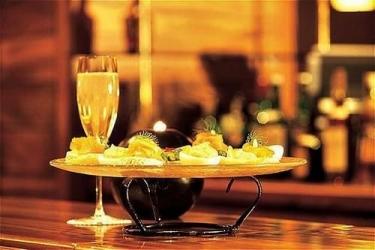 Hotel Mzaar Intercontinental Resort: Hotel bar MZAAR KFARDEBIAN