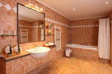 Hotel Mzaar Intercontinental Resort: Bathroom MZAAR KFARDEBIAN
