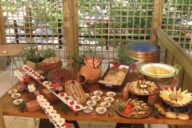 Hotel Mzaar Intercontinental Resort: Food drink MZAAR KFARDEBIAN