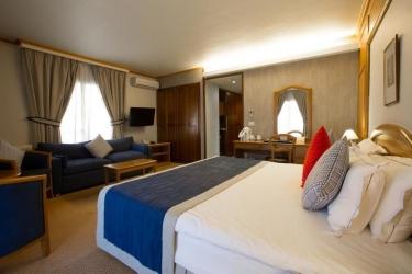 Hotel Mzaar Intercontinental Resort: Guestroom MZAAR KFARDEBIAN