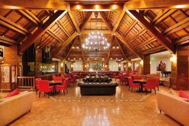 Hotel Mzaar Intercontinental Resort: Lobby MZAAR KFARDEBIAN
