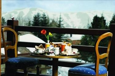 Hotel Mzaar Intercontinental Resort: Outdoor Dining MZAAR KFARDEBIAN
