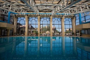Hotel Mzaar Intercontinental Resort: Pool MZAAR KFARDEBIAN