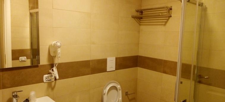 Hotel B&b La Dimora Del Conte: Bathroom NAPLES