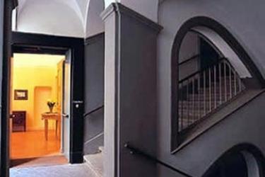 Chiaja Hotel De Charme Antica Casa Lecaldano Sasso La Terza: Entrée NAPLES