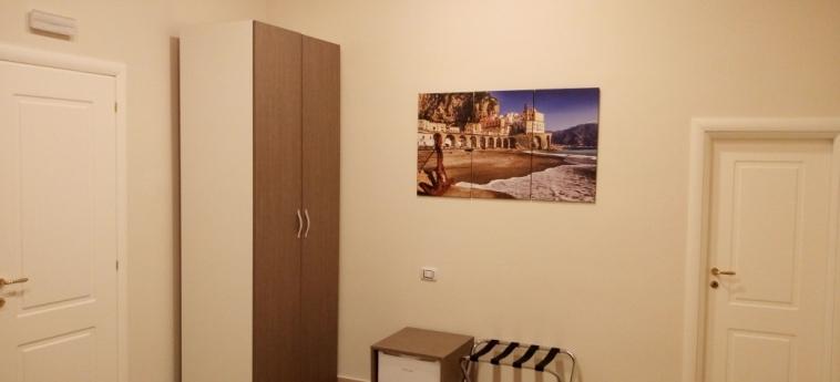 Hotel B&b La Dimora Del Conte: Dettaglio NAPOLI