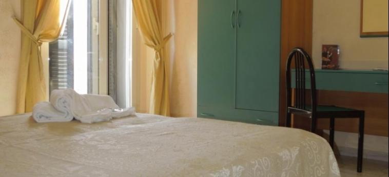 Hotel Le Orchidee: Camera Classic NAPOLI