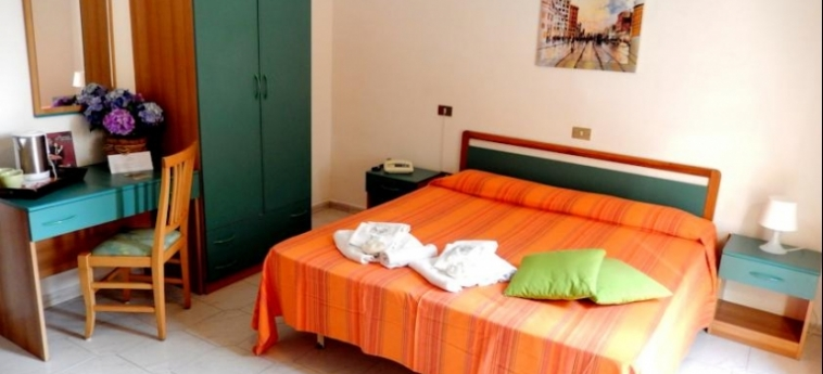 Hotel Le Orchidee: Camera Matrimoniale/Doppia NAPOLI