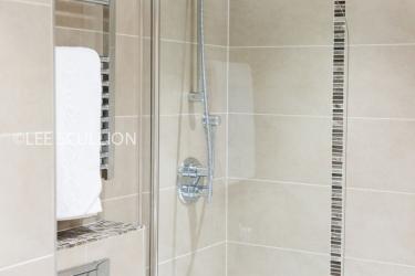 Quality Hotel Boldon: Ducha del baño NEWCASTLE UPON TYNE