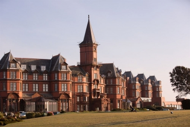 Hotel Slieve Donard Resort & Spa: Facciata dell'hotel NEWCASTLE