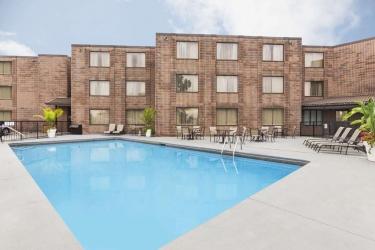 Hotel Rodeway Inn Fallsview: Swimming Pool NIAGARA FALLS - ONTARIO