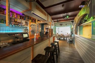 The Flying Pig Beach Hostel: Bar dell'hotel NOORDWIJK AAN ZEE