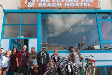The Flying Pig Beach Hostel: Hotel Davor-Abend/Nacht NOORDWIJK AAN ZEE