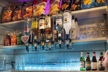 The Flying Pig Beach Hostel: Hotel bar NOORDWIJK AAN ZEE