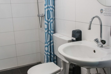 The Flying Pig Beach Hostel: Bathroom NOORDWIJK AAN ZEE