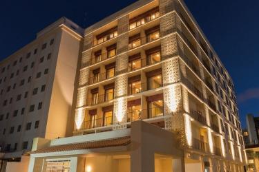 Naha Central Hotel: Hotel Front - Evening/Night OKINAWA ISLANDS - OKINAWA PREFECTURE