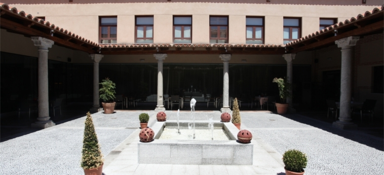 Hotel Castilla Termal Balneario De Olmedo: Patio OLMEDO
