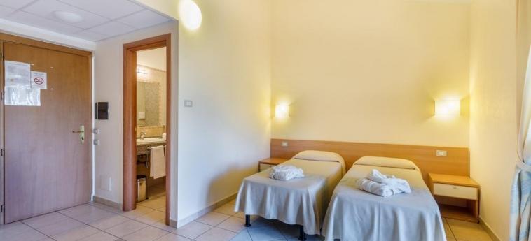 Hotel Baia Marina: Chambre jumeau OROSEI - NUORO