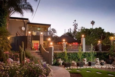 Miles B&b Guesthouse: Terrenos de propiedad  OUDTSHOORN